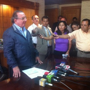 alvaro_noboa_press_conference_on_the_future_of_the_ecuadorian_banana_industry_june_27_2012 (1)