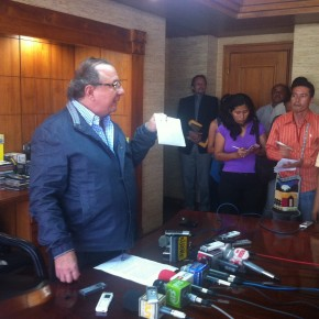 alvaro_noboa_press_conference_on_the_future_of_the_ecuadorian_banana_industry_june_27_2012 (10)