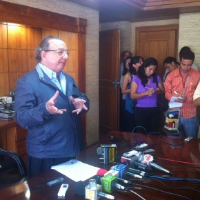 alvaro_noboa_press_conference_on_the_future_of_the_ecuadorian_banana_industry_june_27_2012 (9)