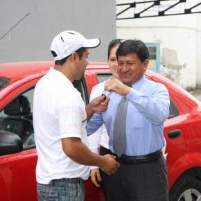 Gustavo Cristobal, Administrative Assistant Industrial Molinera, gives car keys to Christian Yugcha Castro.