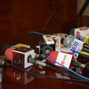 Alvaro Noboa - La prensa en la Rueda de Prensa