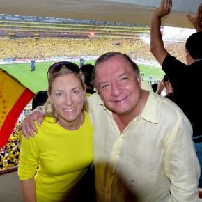 Annabella Azin y Alvaro Noboa in monumental stadium in the national championship game 2012 - barcelona champion