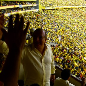 Alvaro Noboa waving to fans
