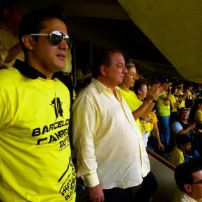 Alvaro Noboa viendo el partido de Barcelona SC