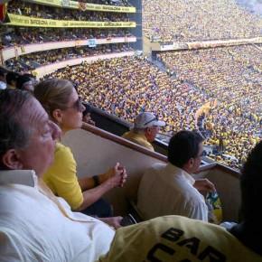 Alvaro Noboa y Annabella Azin viendo el partido de la final del campeonato en el estadio monumental 2012 - Estrella 14