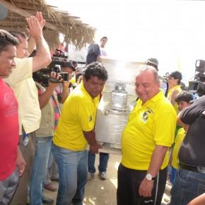 Álvaro Noboa Realiza Recorrido en la Península de Santa Elena Entregó una Amasadora Industrial