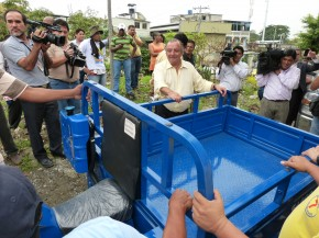 3 Alvaro Noboa tours District 3, Delivers tricycle to Jorge Santos and agrees to Change The Gas Pipeline