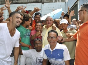 Alvaro Noboa Delivers Donations and Encourages Microenterprises
