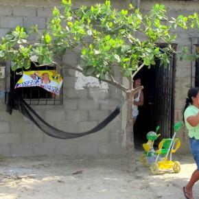 Habitantes de la península felices por recibir a Noboa