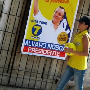 María Navarrete Candidata a Asambleísta durante un recorrido en Santa Elena