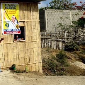 Moradores de la Península mostrando su Respaldo a Álvaro Noboa