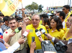 Alvaro Noboa announces it is rising in the polls