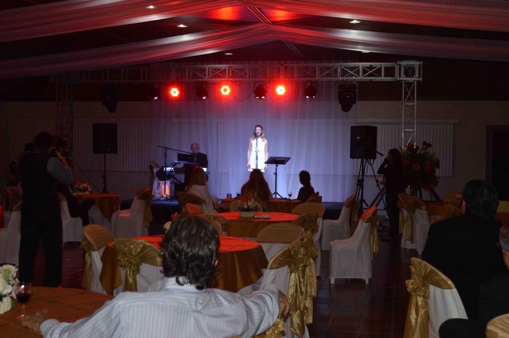 Arinna Bianchi y el público presente.