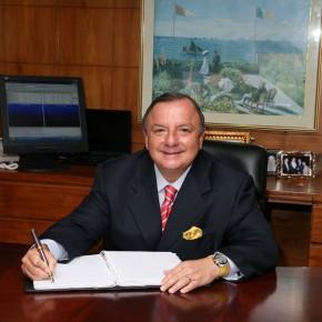 Alvaro Noboa en su Despacho