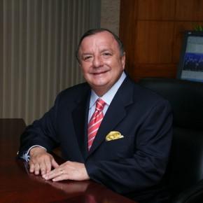 Alvaro Noboa en su Oficina