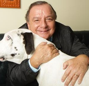 Álvaro Noboa y su perro Goliath
