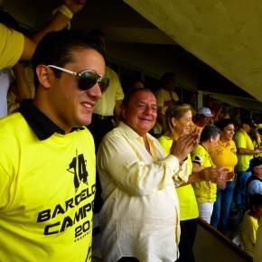 Alvaro Noboa, Annabella Azin y Carlos Jose Matamoros en la suite del estadio monumental