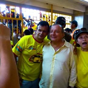 Alvaro Noboa and Barcelona supporters