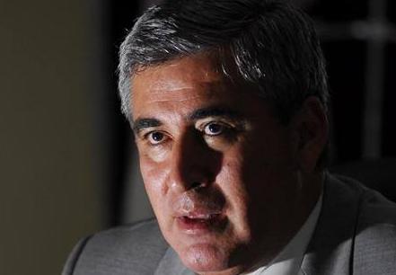 alvaro noboa trusts his advisors with the sri issue.