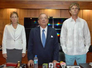 Dr. Annabella Azin Noboa, Alvvaro Noboa and Anthony Schriver Kennedy during the press conference.