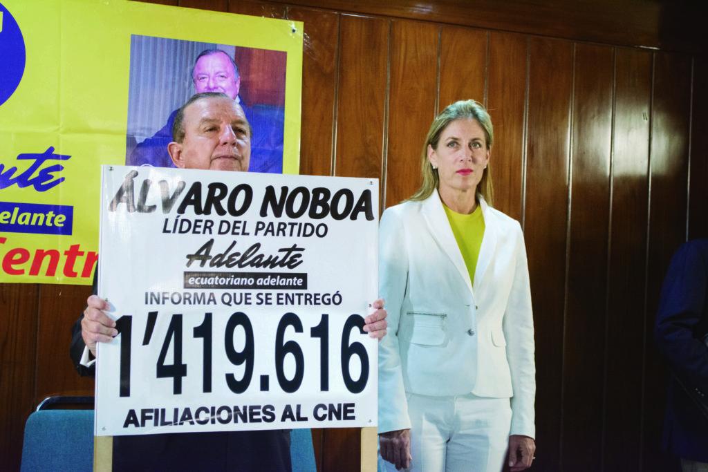 """""""Yo creo que deben haber solo dos candidatos. Uno representando al continuismo y otro, representando la renovación; yo estoy a favor de la renovación en el Ecuador"""", expresó Álvaro Noboa"""
